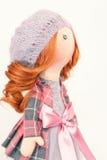 Handgemachte Puppe mit dem gelockten roten Haar Stockbilder