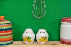 Handgemachte Salz-und Pfeffer-Behälter Stockbilder