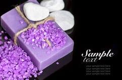 Handgemachte Seife des Lavendels und Seesalz Lizenzfreie Stockfotos