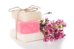 Handgemachte Seifen- und Kirschblüten Stockbild