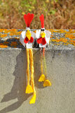 Handgemachte Spielwaren der Paare Hühner Lizenzfreies Stockfoto