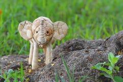 Handgemachte Stellung des Elefantrattans Stockfotografie