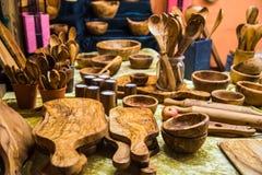 Handgemachte Teller gemacht vom olivgrünen Holz deutschland Lizenzfreie Stockfotografie
