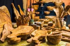 Handgemachte Teller gemacht vom olivgrünen Holz deutschland Stockfoto