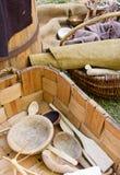 Handgemachte Teller und Körbe Stockfoto