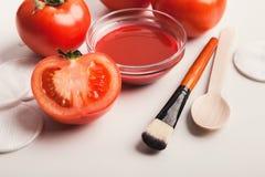 Handgemachte TomatenGesichtsmaske für Haupthautpflege lizenzfreie stockfotos