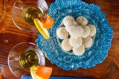 Handgemachte Trüffeln mit Orange Stockfoto