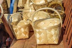 Handgemachte Weidenkörbe, die auf dem Warenkorb am internationalen Ritterfestival Turnier von St George stehen Lizenzfreies Stockfoto