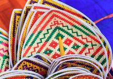 Handgemachter Bambusfan in der thailändischer Art und Muster und Künste Lizenzfreie Stockfotografie