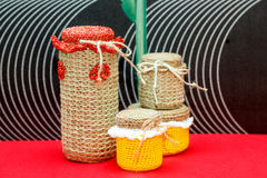 Handgemachter dekorativer Vase, Flasche, Glas hergestellt von der Wolle Stockfotografie
