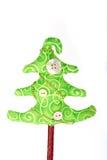 Handgemachter Gewebeweihnachtsbaum mit Dekorationen Lizenzfreie Stockfotos