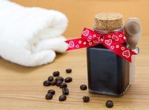 Handgemachter Kaffee scheuern sich Stockfotos