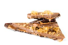 Handgemachter Luxusschokoriegel mit Kekskrume und -karamel fil Stockfoto