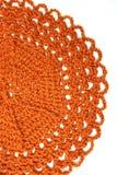 Handgemachter orange Häkelarbeit Doily Stockfotos