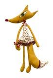 Handgemachter weicher Spielzeugfuchs lokalisiert im Kleid und in den Beeren Lizenzfreie Stockfotos