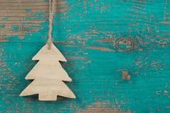 Handgemachter Weihnachtsbaum für einen hölzernen Weihnachtshintergrund Lizenzfreies Stockbild