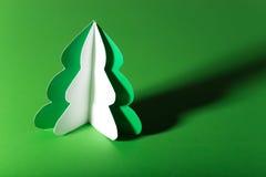 Handgemachter Weihnachtsbaum herausgeschnitten vom Papier Lizenzfreie Stockfotografie