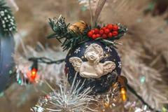 Handgemachter Weihnachtsbaum-Spielzeug Engel stockfotos