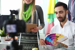 Handgemachtes Dressmaking-Social Media Vlog-Konzept stockfotos