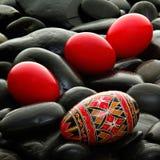 Handgemachtes rumänisches verziertes Osterei Stockfotos