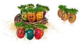 Handgemalte Ostereier in lustigem erschrockenem und überraschtem cartoonish Stockbilder
