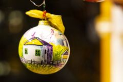 Handgemalte Weihnachtsverzierung stockbilder