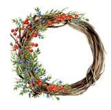 Handgemalter Winterkranz des Aquarells des Zweigs Hölzerner Kranz mit den roten und blauen Winterbeeren und -wacholderbusch frech Stockfotos