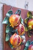 Handgemaltes keramisches des Granatapfels stockbilder