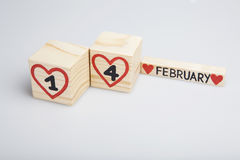 Handgeschrieben am 14. Februar, rote Herzen Lizenzfreie Stockfotos