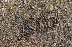 2017 handgeschrieben im Sand Stockfotografie