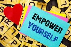 Handgeschriebene Textvertretung bevollmächtigen sich Begriffsfoto positiver Motivations-Rat für die persönliche Entwicklung gesch Stockbild