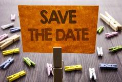 Handgeschriebene Textzeichen-Vertretung Abwehr das Datum Geschäftskonzept für die Hochzeitstag-Einladungs-Anzeige geschrieben auf Stockfotografie