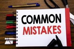 Handgeschriebener Text, der allgemeine Fehler zeigt Geschäftskonzept für das allgemeine Konzept geschrieben auf Notizbuch, hölzer Lizenzfreie Stockfotos