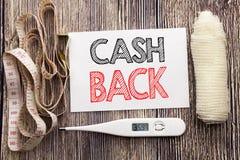 Handgeschriebener Text, der Bargeld hinteres Cashback zeigt Geschäftseignungsgesundheits-Konzeptschreiben für die geschriebene kl Stockfotografie