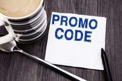 Handgeschriebener Text, der Promo-Code zeigt Geschäftskonzept für Förderung für das on-line-Geschäft geschrieben auf das Seidenpa Lizenzfreie Stockfotografie