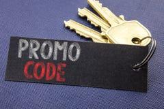 Handgeschriebener Text, der Promo-Code zeigt Geschäftskonzeptschreiben für Förderung für das on-line-Geschäft, das auf Briefpapie Lizenzfreie Stockfotografie