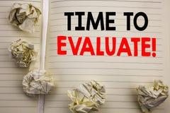 Handgeschriebener Text, der Zeit zeigt auszuwerten Geschäftskonzeptschreiben für die Einschätzungs-Bewertung geschrieben auf das  stockfoto