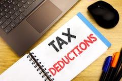 Handgeschriebener Texttitel, der Steuerabzüge zeigt Geschäftskonzeptschreiben für Finanzden ankommenden Steuer-Geld-Abzug geschri Lizenzfreie Stockfotografie