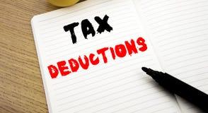 Handgeschriebener Texttitel, der Steuerabzüge zeigt Geschäftskonzeptschreiben für Finanzden ankommenden Steuer-Geld-Abzug geschri Lizenzfreies Stockfoto
