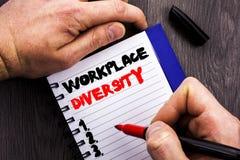 Handgeschriebenes Textzeichen, das Arbeitsplatz-Verschiedenartigkeit zeigt Begriffsfoto Unternehmenskultur-globales Konzept für d lizenzfreie stockfotografie