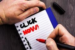 Handgeschriebenes Textzeichen-Vertretung Klicken jetzt Begriffsfoto Zeichen-Buch-oder Register-Fahne für Join Apply geschrieben a stockfoto