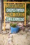 Handgeschriebenes Zeichen, das brasilianisches Snack-Lebensmittel annonciert Stockfotos