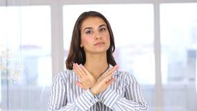Handgest som ska förnekas och att kassera den härliga kvinnan på arbete lager videofilmer