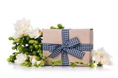 Handgjord ask med gåvan Royaltyfri Bild