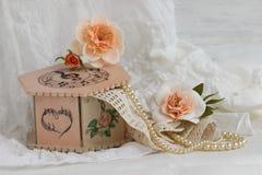 Handgjord decoupage för rosa casket Fotografering för Bildbyråer