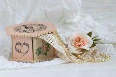 Handgjord decoupage för rosa casket Arkivfoto