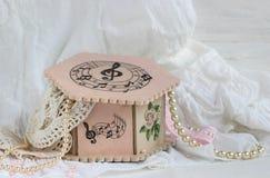 Handgjord decoupage för rosa casket Royaltyfri Foto