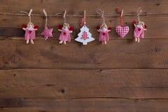 Handgjord garnering för jul för landsstil med änglar, stjärna royaltyfri fotografi