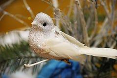 Handgjord garnering - vit blänka fågel Royaltyfri Foto