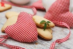 Handgjord hjärta med kakor arkivbilder